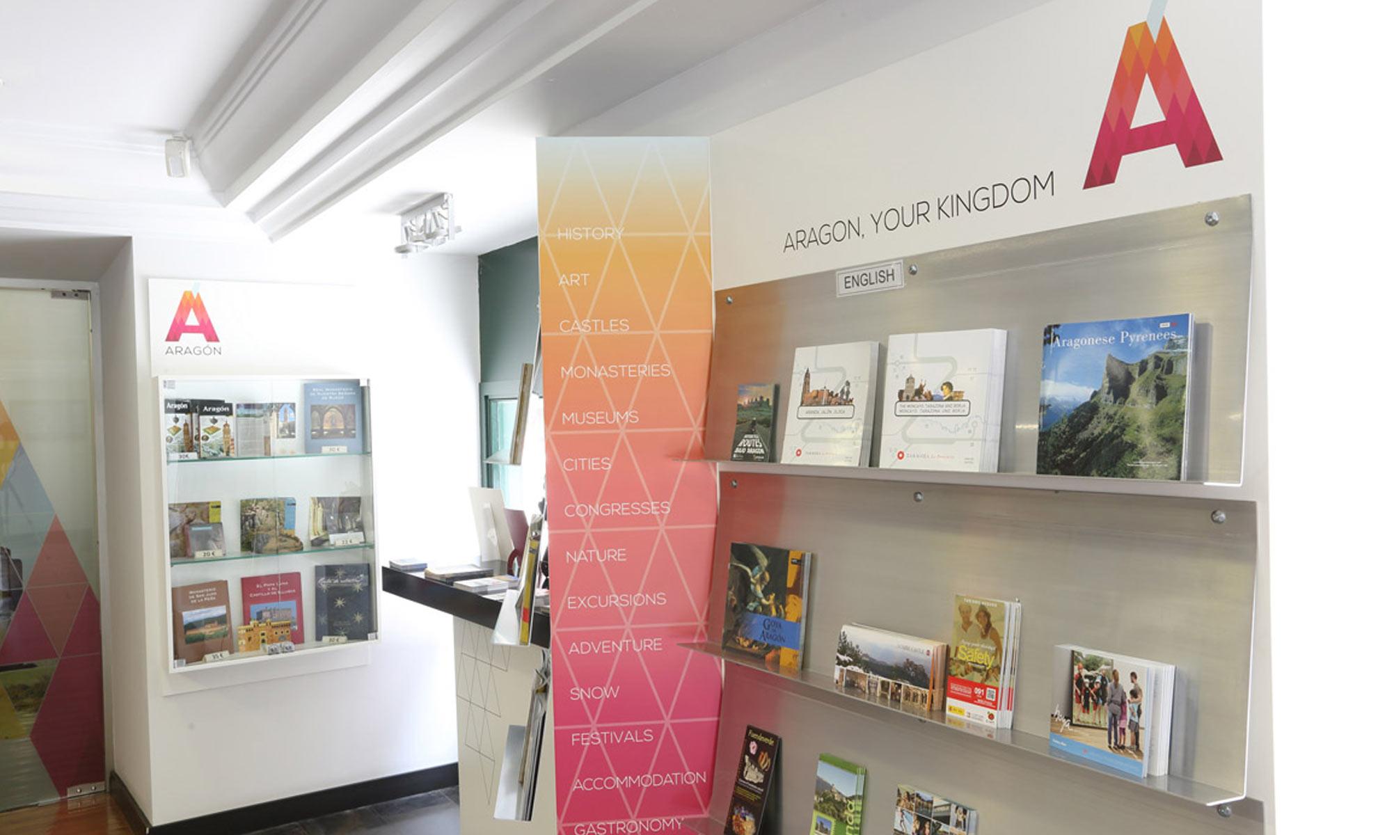Integral unusual design stands interiorismo comercial y exposiciones - Oficina de turismo zaragoza ...